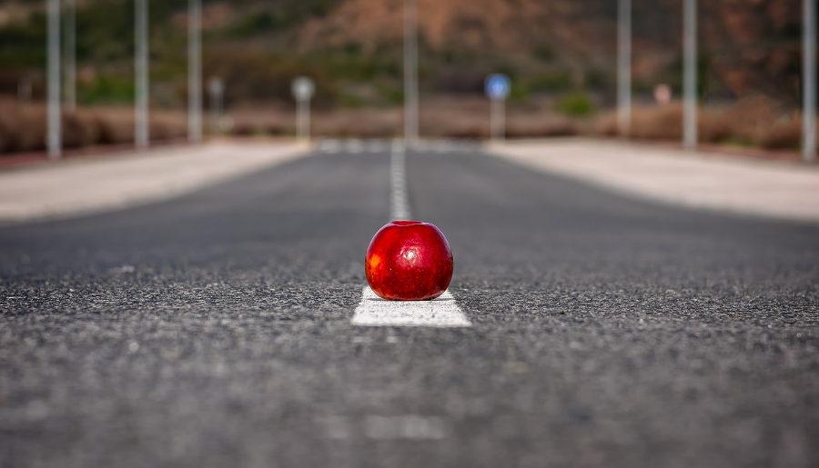 Jabłko na drodze